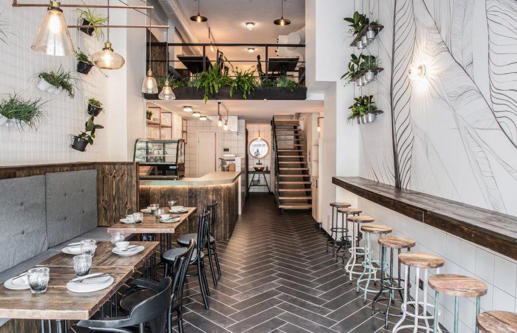 ZATAR falafel & hummus restoranas Vilniuje. Interjero studija/Dizaino virtuvė. Nuotrauka/Kernius Pauliukonis